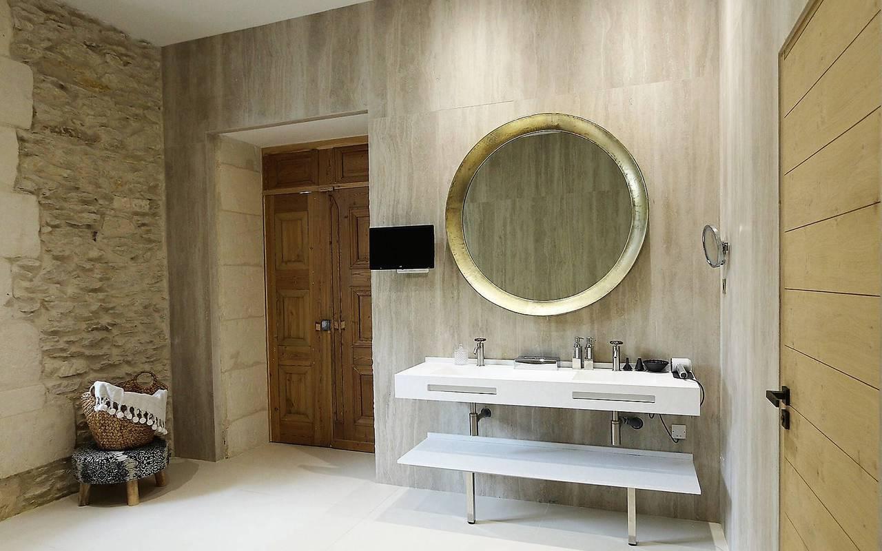 Salle de bain d'un hôtel en Provence
