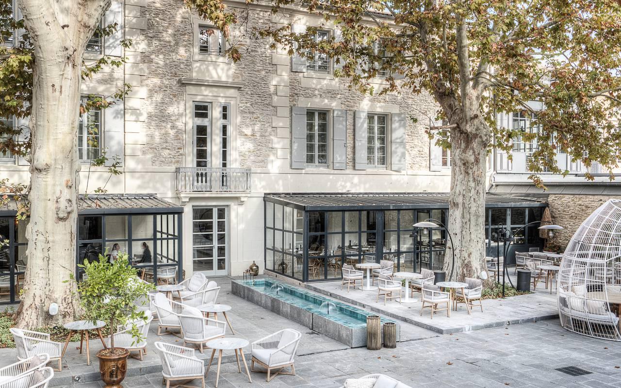 Terrasse du restaurant et bar de notre hôtel à Saint-Rémy-de-Provence